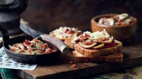 Toasts aux champignons et bacon