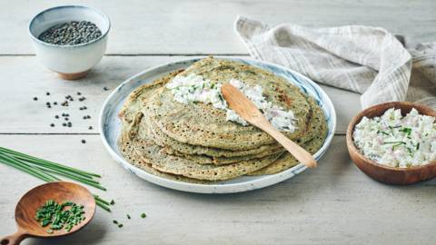 Crêpes de lentilles vertes et fromage frais aux herbes