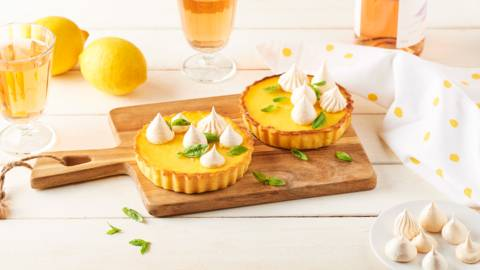 Tartelettes au citron, basilic et meringues