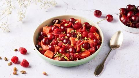 Salade de fruits rouges et pistaches