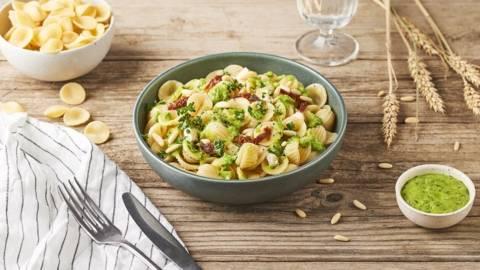Orecchiettes pesto de petits pois, tomates séchées et gorgonzola