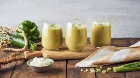 Gaspacho de courgettes et poivrons verts