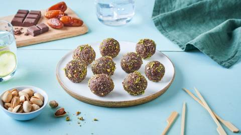 Energy balls au chocolat, amandes et pistaches