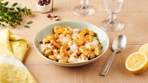 Gnocchis au citron, crevettes, noisettes et crème de chou rave