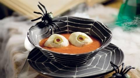 Bol d'Halloween à la tomate et mozzarella