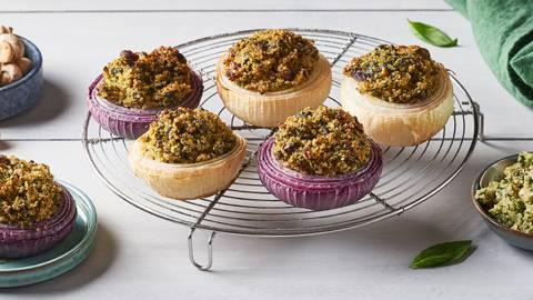 Oignons farcis quinoa, champignons et épinards