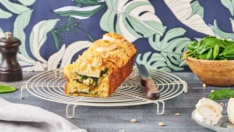 Croque cake aux épinards, au fromage de chèvre et aux pignons de pain