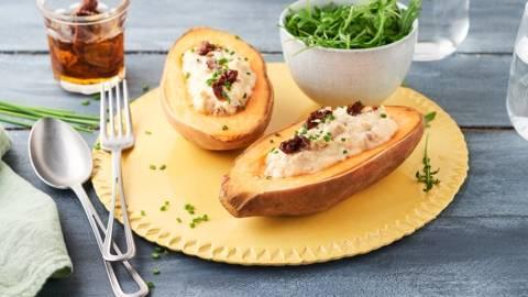 Patates douces farcies au thon, tomates séchées et crème de panais