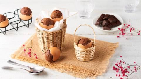 Brownies de pâques cuits en coquilles d'œuf