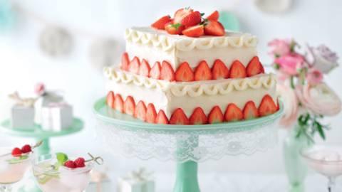 Gâteau à étages aux fraises et amandes