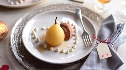 Poire à la vanille et glace au chocolat