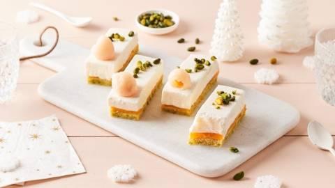 Mini bûches litchi-mangue-pistache