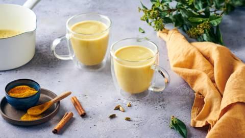 Golden latte, lait végétal et curcuma