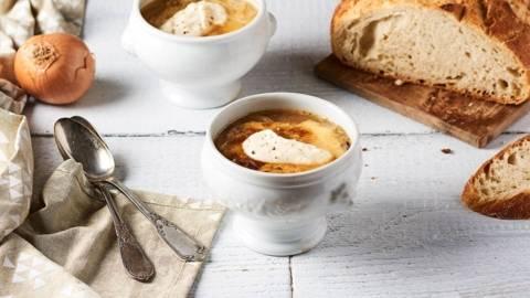 Soupe à l'oignon et crème de parmesan