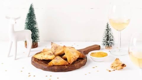 Samoussas à la truite fumée, ciboulette et sauce à la mangue