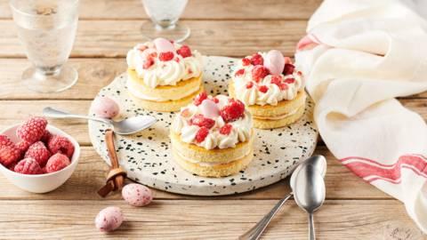 Mini layers cake vanille, crème au citron et framboises