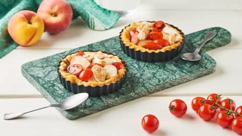 Minis tartelettes de tomates, pêches et mozzarella