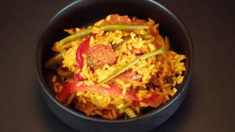 Riz au safran, chorizo et légumes du soleil