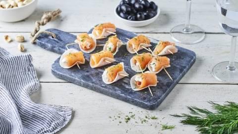 Rondelles de radis noir au fromage frais et saumon fumé