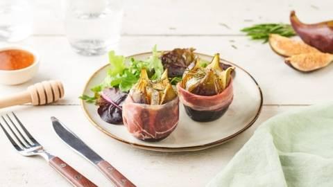 Figues rôties en papillote au fromage de chèvre et jambon cru