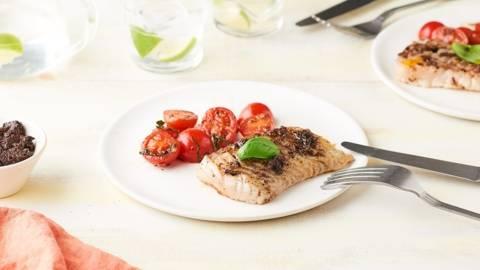 Filets de lieu noir grillés à la tapenade noire et salade de tomates cerise