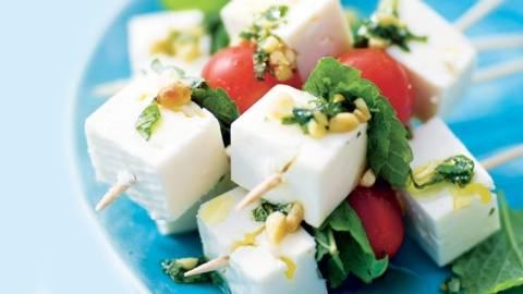 Brochettes de feta et tomates cerise