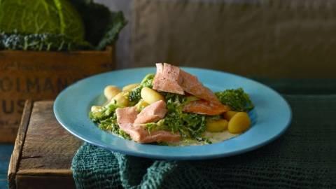 Curry de saumon et chou accompagné de gnocchi
