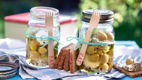 Fromage de chèvre mariné aux olives