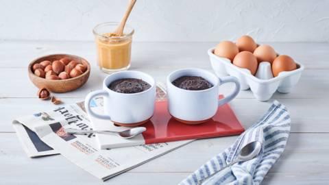 Mug cake chocolat, beurre de cacahuètes et noisettes