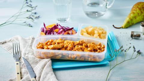 Lunch Box d'hiver : curry de pois chiches au poulet, salade chou rouge et oranges, et compote poires et cannelle