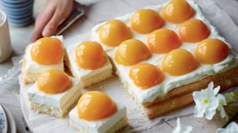"""Gâteau aux pêches en """"œuf sur le plat"""""""