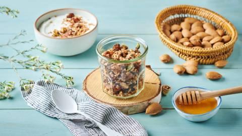 Granola maison flocons d'avoine, amandes et noisettes
