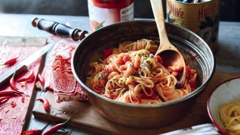 Spaghetti à la sauce tomate et crevettes épicées