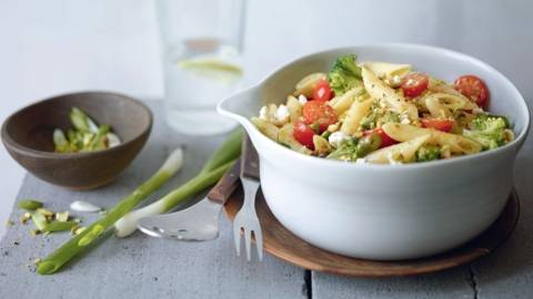 Salade de pâtes aux légumes et pistaches