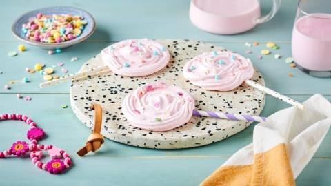 Sucettes meringue et décorations en sucre