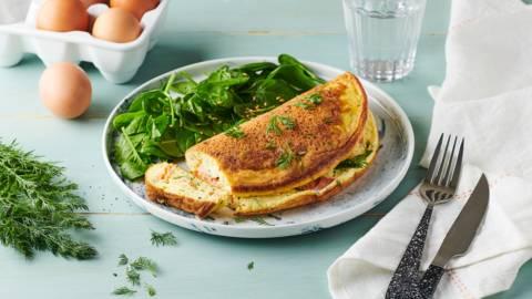 Omelette soufflée au saumon fumé et à l'aneth