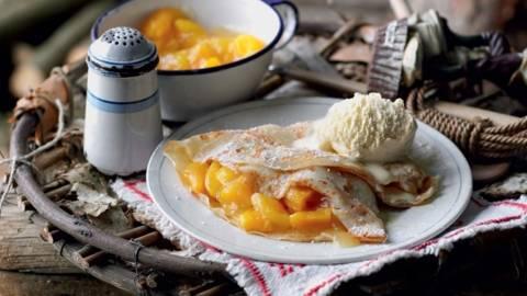 Crêpes à l'abricot et glace à la vanille