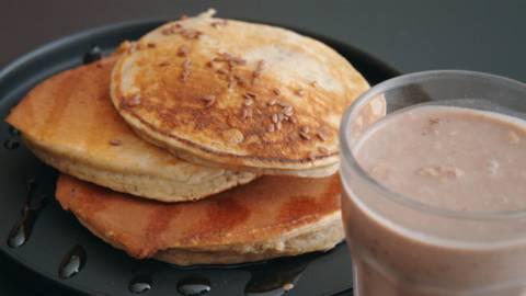 Pancakes à la ricotta et milkshake protéiné végétal