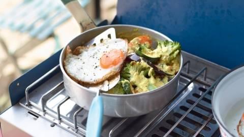 Légumes au curry et œuf au plat