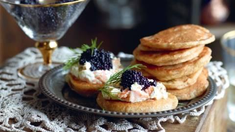 Blinis à la crème de saumon et caviar