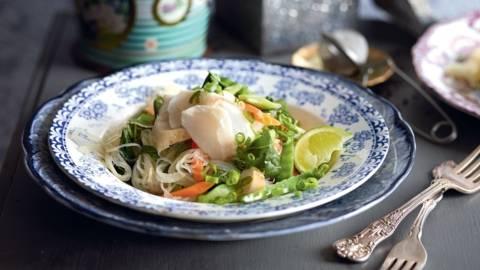 Cabillaud mariné aux légumes et nouilles
