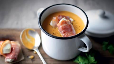 Soupe de patates douces et carottes, fromage de chèvre lardé