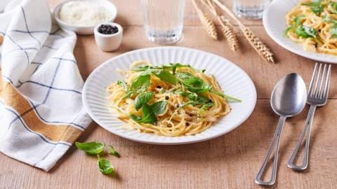 Spaghettis Cacio e Pepe au Pecorino et basilic