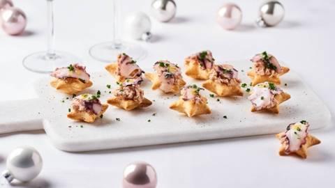 Mini étoiles feuilletées aux rillettes de crabe et poulpe