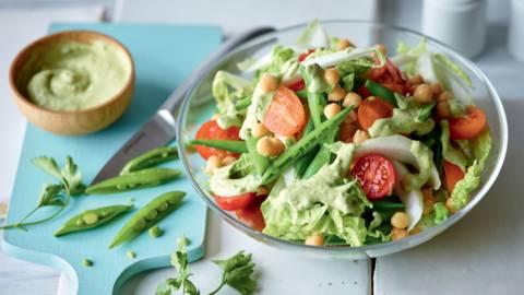 Salade de légumes verts et pois chiche, crème au persil