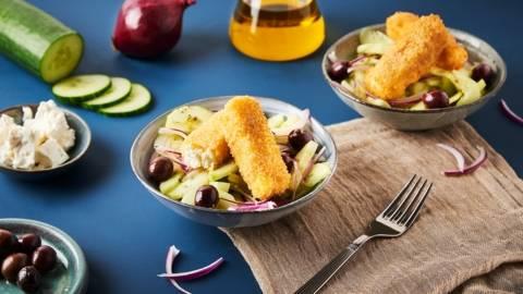 Salade de concombre et sticks de feta panés