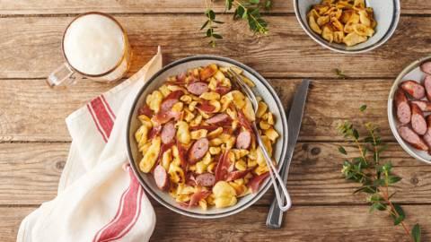 Spätzle aux saucisses, jambon et fromage