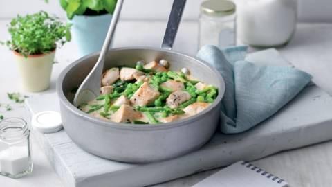 Fricassée de poulet, asperges et petits pois