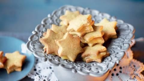 Biscuits de Noël à la pistache fourrés au lemon-curd