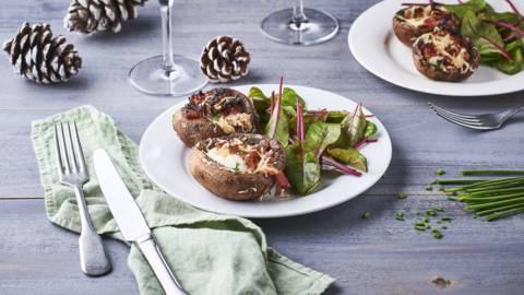 Champignons farcis, noisettes, bacon et fromage